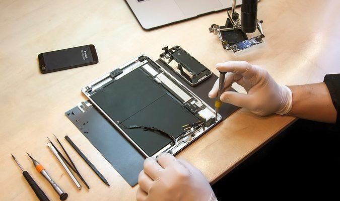 Cay Technology - Centre de Réparation Saint Quentin phone-repair-2-675x400 Réparation Tablette